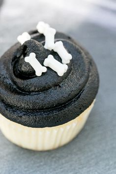 Black icing and bone candies make for the perfect Halloween cupcakes!