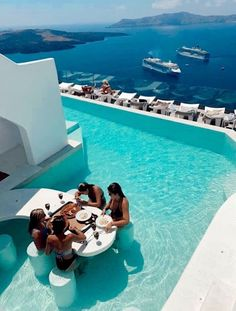 Dream vacation with a luxury pool and view
