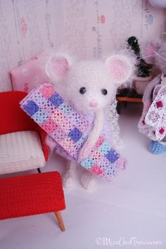 Cochet Mouse with her Blanket