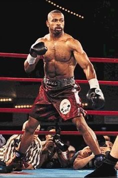 Improve your Muay Thai workouts with better training routines and drills. List of Muay Thai exercises to take your fighting to the next level Roy Jones Jr, Kickboxing, Muay Thai, Jiu Jitsu, Karate, Boxing History, Mma Boxing, Boxing Workout, Boxing Champions