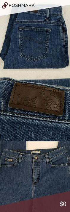 "Lee Relaxed fit Jeans Lee 5 pocket relaxed fit straight leg jeans. 29""length,  12in rise Lee Jeans Straight Leg"