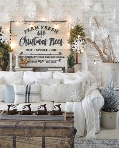 """1,717 Likes, 41 Comments - Julie & Jodie: Twin Sisters (@julie.thedesigntwins) on Instagram: """"My amazing friend Natalie @vintageporch is responsible for this Christmas Wonderland. Not only is…"""""""