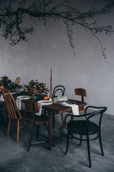 our food stories: edeka food labs: a wonderful gathering in our studio Beautiful Christmas Decorations, Decoration Christmas, Decoration Table, Christmas Ornament, Bg Design, Interior Design, Dinner Party Table, Beautiful Table Settings, Deco Floral