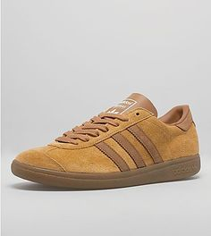 adidas Hawaii OG 'Island Series': Spring/Summer '15 marks the return of an early '80s adidas legacy - the Island series. Next up on the series is the re-issue of the adidas Originals Hawaii which is constructed from a premium mesa suede, and features tonal suede overlays to the toe box and lace up. Contrasting brown leather sits to the rear heel panel, tying in the side wall branding and gum detailing to the outsole. The shoe is finished with contrasting white branding to the tongue, and…