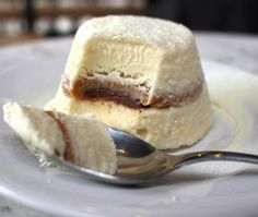 Já um hit no Instagram, o sorvetão de leite ninho com doce de leite (R$ 13) é a sobremesa mais pedida na nova casa da chef Carla Pernambuco