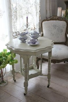 Shabby Chic Home Decor Shabby Chic Homes, Shabby Chic Decor, Vintage Decor, Vintage Table, Rustic Decor, French Country House, French Country Decorating, French Cottage, Cottage Art