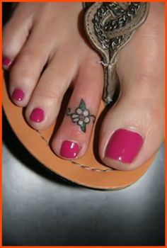 Toe Tattoos Designs, Ideas and Toe Ring Tattoos, Body Art Tattoos, Small Tattoos, Foot Tatoos, Foot Tattoos For Women, Ankle Tattoos, Daisy Flower Tattoos, Flower Tattoo Designs, Tattoo Flowers