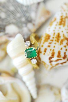 18K Solid Gold DIamond Emerald VINTAGE Ring  6JTI