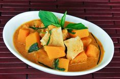 Red Curry with Pumpkin (Gang Dang Fak Tong) Thai Curry Recipes, Asian Recipes, Healthy Recipes, Thai Pumpkin Curry, Red Curry Recipe, Pumpkin Custard, Easy Meal Plans, Thai Cooking, Food Inspiration