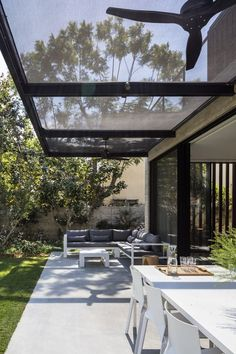 Making a patio can be a great idea to improve the look of your outdoor living space, both for the front and backyard. Patio Pergola, Patio Roof, Backyard Patio, Pergola Kits, Pergola Ideas, Patio Ideas, Gazebo, Terrasse Design, Patio Design