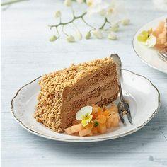 Fragilité-kakkuklassikko koostuu rapeasta pähkinämarengista ja mokkakreemitäytteestä.