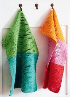 På Instagram dukker der langsomt og støt flere og flere skønne variationer frem af disse hæklede håndklæder i harlekintern.