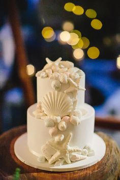 Seashell Motif Wedding Cake
