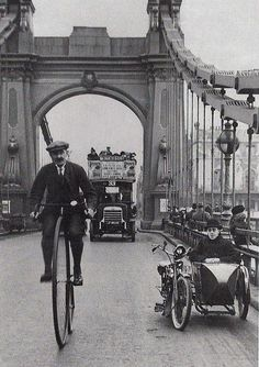 A cyclist riding a penny farthing over Hammersmith Bridge, London. (Photo by Hulton Archive/Getty Images) London in the Victorian Era Victorian London, Vintage London, Victorian Era, Vintage Pictures, Old Pictures, Old Photos, London History, British History, Uk History