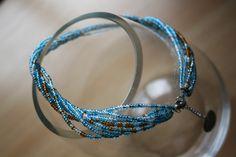 Création de Mara Créative  Collier une perle de rocaille. DIY