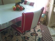 My parent's table had a pull out middle extension that we used for larger family gatherings. http://bayoulady.hubpages.com/hub/Retro-Dining-Tables-and-Chairs-My-Red-Retro-Kitchen