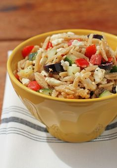 This Greek Orzo Pasta Salad is super easy to put together and makes a great side dish to anything off the grill or a fresh and portable main dish for lunch! 125 calories or 3 Weight Watchers points as a side or 250 calories and 6 PP as a main dish - perfect for barbecues or potlucks! www.emilybites.com