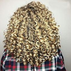 Looking for how to curl medium length hair and make a trendy hairstyle? ❤ We picked the ideas how to do loose curls for medium hair ❤ See more at LadyLife ❤ Curls For Medium Length Hair, Curled Hairstyles For Medium Hair, Trendy Hairstyles, Spiral Curls, Loose Curls, Hair Lengths, Medium Hair Styles, Dreadlocks, Diet