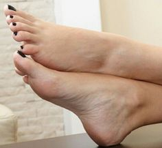 Nice Toes, Pretty Toes, Foot Pics, Foot Pictures, Feet Soles, Women's Feet, Cracked Feet, Painted Toes, Feet Nails