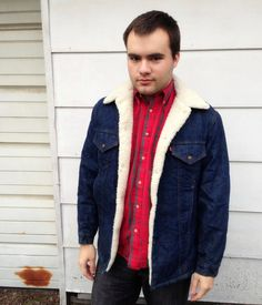 Vintage Levi's Men's Denim Jacket     Fur Lined Jacket     Insulated And In EXCELLENT Condition     Tag Size: 40     Chest Measured Across: 19-20 Inches    Shoulder To Shoulder: 18.5 Inches    Sleeve Length: 23 Inches     Length: 28 Inches    $37.00
