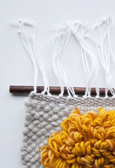 Finishing Your Weaves Finish your Weaves with these techniques! The post Finishing Your Weaves appeared first on Weaving ideas. Weaving Textiles, Tapestry Weaving, Weaving Loom Diy, Paper Plate Crafts, Paper Plates, Weaving Projects, Art Projects, Woven Wall Hanging, Weaving Techniques