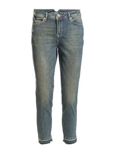 DAY - Day Thresher Undone Cool and stylish stone washed boyfriend jeans. The jeans are made in a cool and trendy casual fit. Style them with a pair of sneaks, a loose tee or an oversize knit for the coming season.  Weathered and worn appearance Belt loops Classic 5 pocket styling Relaxed fit Stretch fabric Cool Classic Denim Boyfriend Jeans, Stretch Fabric, Indigo, Belt, Pocket, Stone, Denim, Stylish, Day