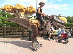 Funny pictures about Dino Cowboy. Oh, and cool pics about Dino Cowboy. Also, Dino Cowboy photos. Halloween Queen, Halloween Make, Halloween Ideas, Funny Images, Best Funny Pictures, Random Pictures, Funny Pics, Hilarious, Best Costume Ever