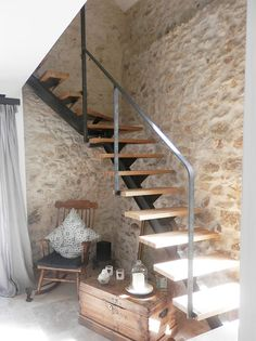 Staircase purified between tradition and modernity. How to add a touch of modernity in a country house? Staircase with central steel stringer and wooden step. Custom made quarter turn staircase on stone wall. House Staircase, Stairs, Wooden Steps, Italian Home, House Entrance, Barn Wood, Exterior Design, Future House, Sweet Home