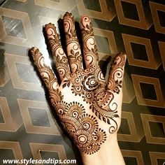 Girls paint their hands and legs with lovely and pretty new mehndi designs. These stunning mehndi designs are perfect for everybody. Mehndi Designs For Girls, Bridal Henna Designs, Mehndi Designs For Fingers, Best Mehndi Designs, Arabic Mehndi Designs, Mehndi Patterns, Mehandi Designs, Intricate Tattoo, Beautiful Mehndi Design