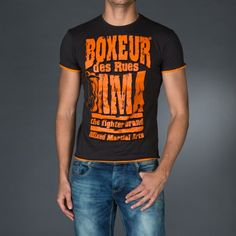 Treated roundneck t-shirt with contrast color profiles.Big vintage print on front.Application of a personalized patch on back.  € 23.90 SALE > € 15.90