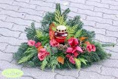 """Képtalálat a következőre: """"koszorúk mindenszentek"""" Funeral Flowers, Christmas Wreaths, Holiday Decor, Paper Plates, All Saints Day, Grief"""