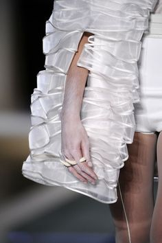 Rippling Ribbon Jacket - white textures; creative surfaces; fashion details // Gloria Coelho