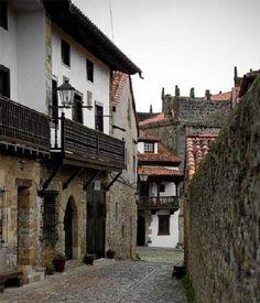 Calle de Santillana del Mar    Cantabria   Spain
