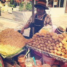 pad thai at ถนนข้าวสาร (Khao San Road) - Bangkok, Thailand