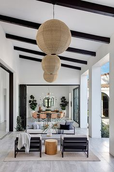 Our Hearts Just Skipped A Beat Upon Seeing This Majestic California Home Inside A Modern Family Home In La Quinta California Mydomaine Interior Simple, Interior Design Minimalist, Patio Interior, Home Interior, California Room, California Homes, California Fashion, California Style, Modern Family