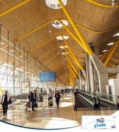 Adolfo Suárez Madrid-Barajas ha sido elegido en un estudio realizado con 13 millones de usuarios como el mejor aeropuerto del Sur de Europa, seguido de El Prat, ganador el año pasado. ¿Has pasado por alguno estas vacaciones?