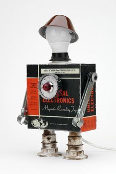 Javier Arcos Pitarque makes some deliciously vintage and recycled-material robots. Arte Robot, Diy Robot, Recycled Art, Recycled Materials, Tin Can Robots, Cricket Crafts, Junk Art, Assemblage Art, Designer Toys
