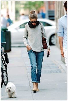 Stylish and comfy outfit: Black infinity scarf, big shades, boyfriend jeans, grey sweater, nude flats, camel purse.