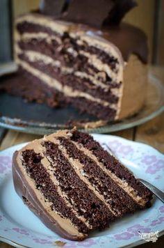 čokoládový dort s čokoládovým krémem Chocolate Heaven, Chocolate Cake, Sweet Desserts, Delicious Desserts, Pie Recipes, Cooking Recipes, Cake Writing, Fudge Cake, Food Hacks