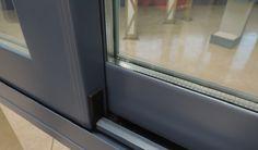 Una ventana se compone como mínimo de los marcos y hojas, que son los elementos portantes y móviles que permiten que la misma se abra y cierre, del vidrio, que representa el mayor porcentaje de superficie de la ventana,cumpliendo la función de dejar pasar la luz. Y también del cajón de persiana, que a su vez influye en la eficiencia energética de la ventana.