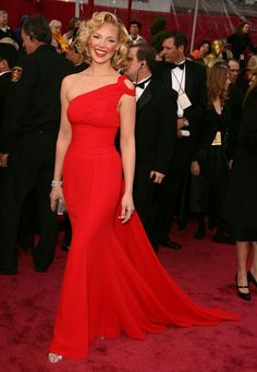 38. None other has ever celebrated the classy lady in red look like marvellous Katherine Heigl. She chose a one-drapped silk georgette dress by Escada column for the Oscars Ceremony in 2008.