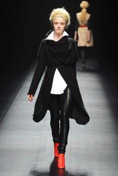 Yasutoshi Ezumi RTW Fall 2013 Look 5. Cozy black knit wrap