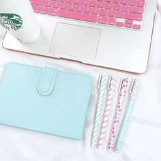 Imagem através do We Heart It #apple #beautiful #black #classy #coffee #daisies #dessert #donut #donuts #doughnut #fashion #girly #kawaii #mac #macbook #makeup #marcjacobs #memories #pastel #perfume #pink #pretty #roses #socks #starbucks #strawberry #sweets #white #likeaboss #cute #love #iwokeuplikethis