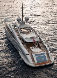 Image from http://upscalelivingmag.com/wp-content/uploads/2015/03/ISA-Yachts_Silver-Wind-WEB.jpg.