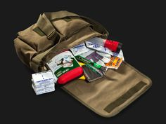 The Walking Dead One-Person Survival Kit - Don't be Zombie Fodder
