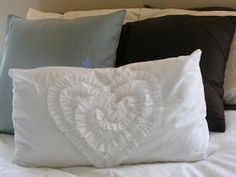 The Complete Guide to Imperfect Homemaking: Tutorial: Quick and Easy throw pillows from a bedsheet