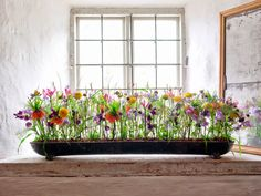 Easter Flower Arrangements, Ikebana Arrangements, Floral Arrangements, Altar Flowers, Church Flowers, Arreglos Ikebana, Vertical Garden Plants, Ikebana Sogetsu, Flower Festival