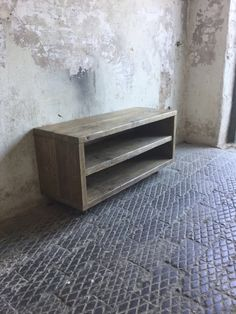 Solid construction made using reclaimed scaffold boards, treated with an oak wax for protection. Once the wax has set, the boards have then Upcycled Furniture, Rustic Furniture, Diy Furniture, Furniture Design, Diy Wood Projects, Home Projects, Woodworking Projects, Wood Tv Unit, Rustic Tv Unit