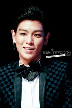 TOP, BigBang. Look at--LOOK AT HIM. WHAT US HAPPENING MY WORLD IS COLLAPSING