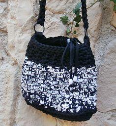 Handtasche, Umhängetasche aus Zpagettigarn  von La Isla auf DaWanda.com